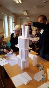 Maria Evald och Mikael Örning bygger högt torn