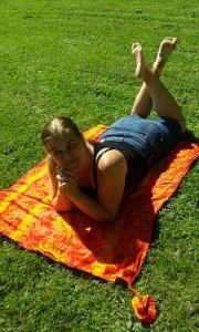 Lägg dig i gräset och fundera på livet - eller bara njut av värmen.